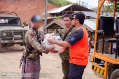 Giving Food Packs to 22 Surrenderees 001