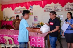 Municipal Social Welfare and Development Office with 88th Infantry Battalion Gives Assistance to 8 Surrenderees 010